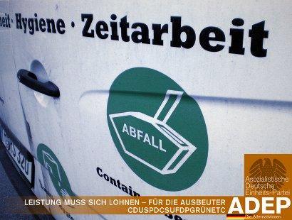 Foto eines Reklameaufdrucks auf einem Transporter mit der Zusammenstellung 'Zeitarbeit' und 'Abfall'. Leistung muss sich lohnen… für die Ausbeuter -- CDUSPDCSUFDPGRÜNETC -- Asozialistische Deutsche Einheitspartei ADEP, die Alternativlosen