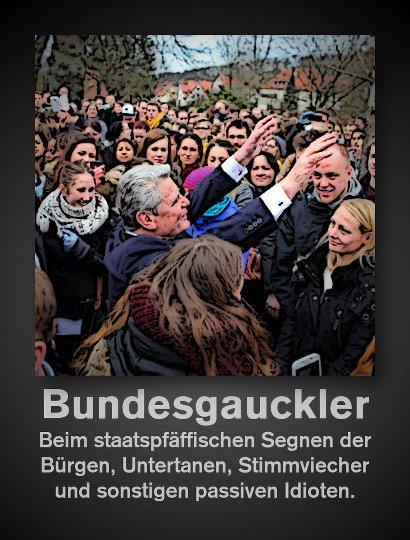 Bild von Bundesgrüßaugust Joachim Gauck, der sich in 'segnender Pose' in eine Menschenmenge gestellt hat -- Bundesgauckler. Beim staatspfäffischen Segnen der Bürgen, Untertanen, Stimmviecher und sonstigen Idioten.