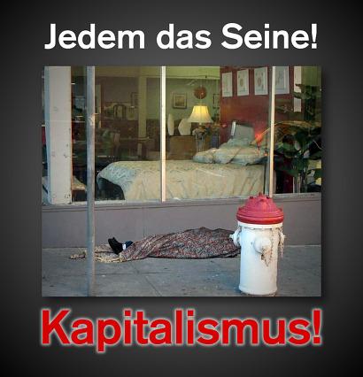 Bild eines Obdachlosen, der in einen alten Teppich gehüllt vor einem Möbelhaus auf der Straße schläft, im Schaufenster des Möbelhauses eine Schlafzimmereinrichtung mit einem sehr hübschen Bett. Dazu der Text: Jedem das Seine! Kapitalismus!