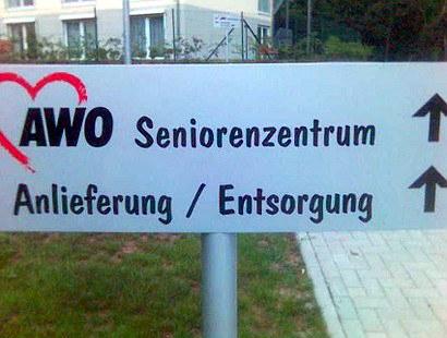 AWO Seniorenzentrum (geradeaus) Anlieferung / Entsorgung (geradeaus)