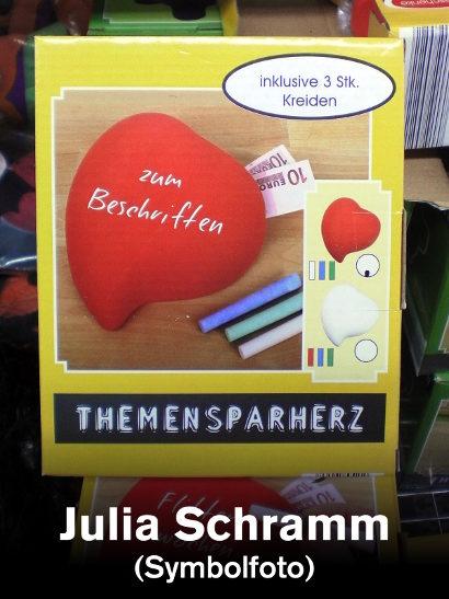 Produktverpackung: Themensparherz zum Beschriften -- darunter der Text: Julia Schramm (Symbolfoto)