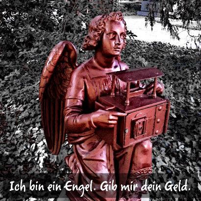 Figur eines Engels, in die man Münzen einwerfen kann. Dazu der Text: 'Ich bin ein Engel. Gib mir dein Geld'.