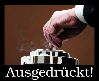 Zigarette, die in einem Aschenbecher ausgedrückt wird, dazu das Wort 'Ausgedrückt'.