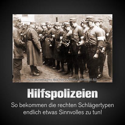 Foto der 1933 aus SA-Kräften gebildeten Hilfspolizei. Darunter der Text: 'Hilfspolizeien -- So bekommen die rechten Schlägertypen endlich etwas Sinnvolles zu tun!