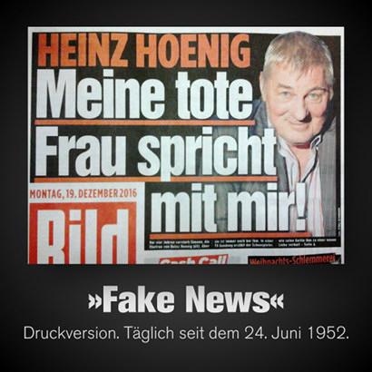 Schlagzeile der Bildzeitung vom 19. Dezember 2016 -- 'Heinz Hoenig: Meine tote Frau spricht mit mir!' -- Dazu mein Text: 'Fake News. Druckversion. Täglich seit dem 24. Juni 1952'.