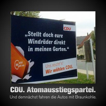 Wahlplakat der CDU im laufenden Landtagswahlkampf in Nordrhein-Westfalen. CDU -- 'Stellt doch eure Windräder direkt in meinen Garten.' -- Uns reichts! Wir wählen CDU! -- Darunter mein Text: CDU. Atomausstiegspartei. Und demnächst fahren die Autos mit Braunkohle.