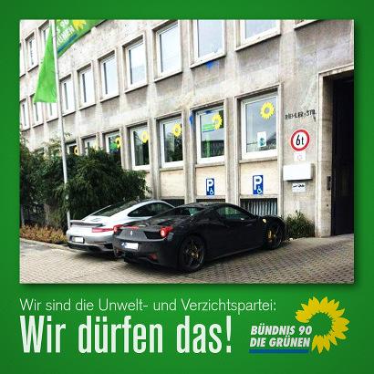 Foto zweier großer Limosinen, die vor der Kölner Parteizentrale der Grünen auf Behindertenparkplätzen parken. Dazu mein Text: 'Wir sind die Unwelt- [sic!] und Verzichtspartei: Wir dürfen das! Bündnis 90/Die Grünen'.