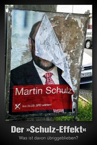 Foto eines teilweise vom Regen gelösten und schmutzig gewordenen SPD-Personenwahlplakates für Martin Schulz. Darunter mein Text: 'Der Schulz-Effekt -- Was ist davon übriggeblieben?'.