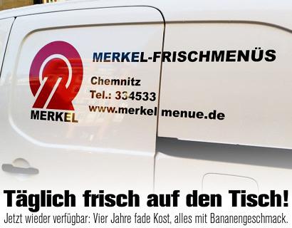 Lieferwagen mit Aufdruck 'MERKEL-FRISCHMENÜS, Chemnitz, www.merkelmenue.de'. Darunter mein Text: 'Täglich frisch auf den Tisch! Jetzt wieder verfügbar: Vier Jahre fade Kost, alles mit Bananengeschmack.'.