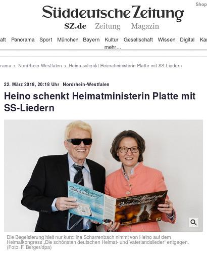 Nordrhein-Westfalen: Heino schenkt Heimatministerin Platte mit SS-Liedern -- Die Begeisterung hielt nur kurz: Ina Scharrenbach nimmt von Heino auf dem Heimatkongress 'Die schönsten deutschen Heimat- und Vaterlandslieder' entgegen.