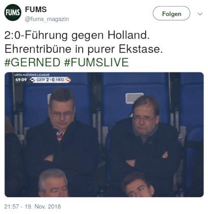 Tweet von @fums_magazin vom 19. November 2018, 21:57: 2:0-Führung gegen Holland. Ehrentribüne in purer Ekstase. #GERNED #FUMSLIVE -- dazu ein kaum beschreibliches Foto der Ehrentribüne mit völlig frustrierten Gesichtern.
