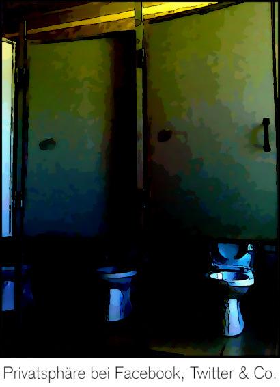 Nachbearbeitetes Foto von mehreren nebeneinanderliegenden Toilettenkabinen, bei denen die geschlossenen Türen ermöglichen, im Stehen die gesamte Kloschüssel und einen Großteil der hochgeklappten Klobrille zu sehen. Darunter mein Text: Privatsphäre bei Facebook, Twitter & Co.
