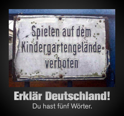 Foto eines Schildes mit dem Text »Spielen auf dem Kindergartengelände verboten«. Darunter mein Text: Erklär Deutschland! Du hast fünf Wörter.