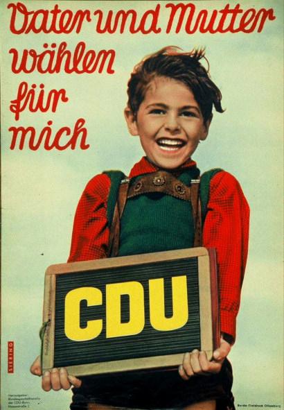 Altes CDU-Wahlplakat. Motiv ist ein vergnügtes Schulkind. Vater und Mutter wählen für mich. CDU
