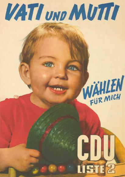 Altes CDU-Wahlplakat. Motiv ist ein vergnügtes Kind. Vati und Mutti wählen für mich. CDU Liste 2